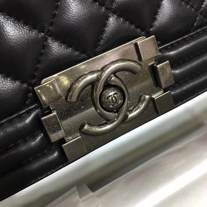 CHANEL 香奈儿 Leboy Bag 小羊皮 黑色 20cm 古银扣