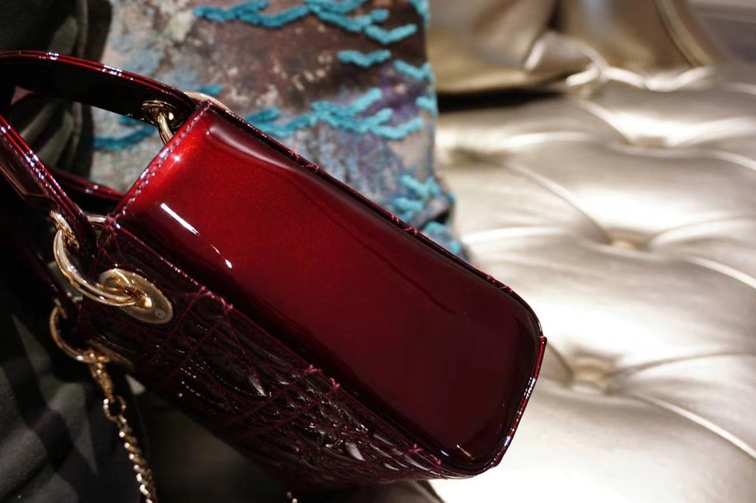 Dior 迪奥 方便小巧 三格戴妃包 mini 车厘子色 金银扣 漆皮