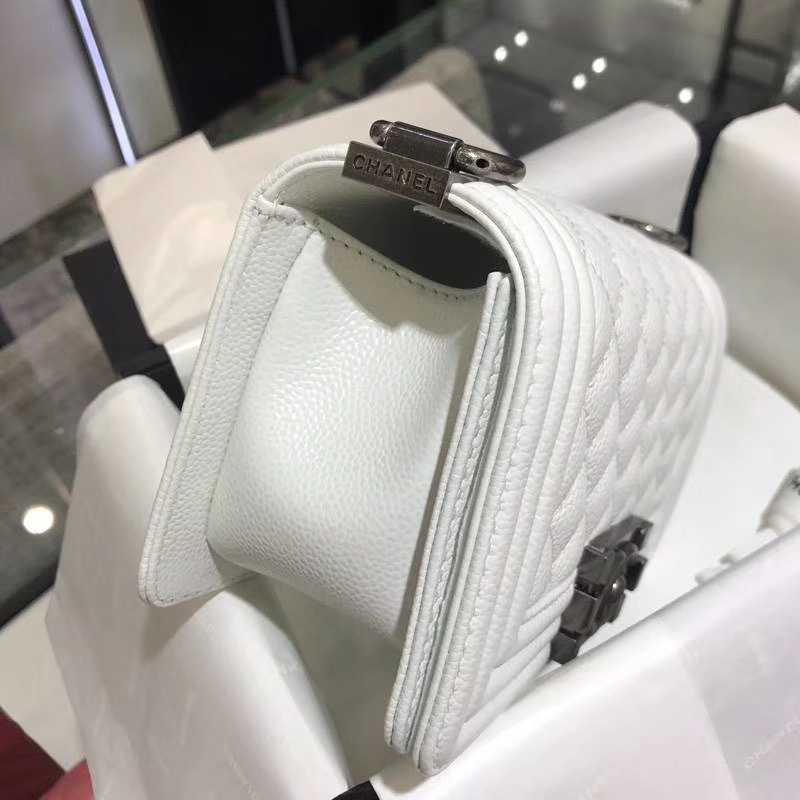 Chanel 香奈儿  Leboy Bag 鱼子酱 白色 20cm 古银扣