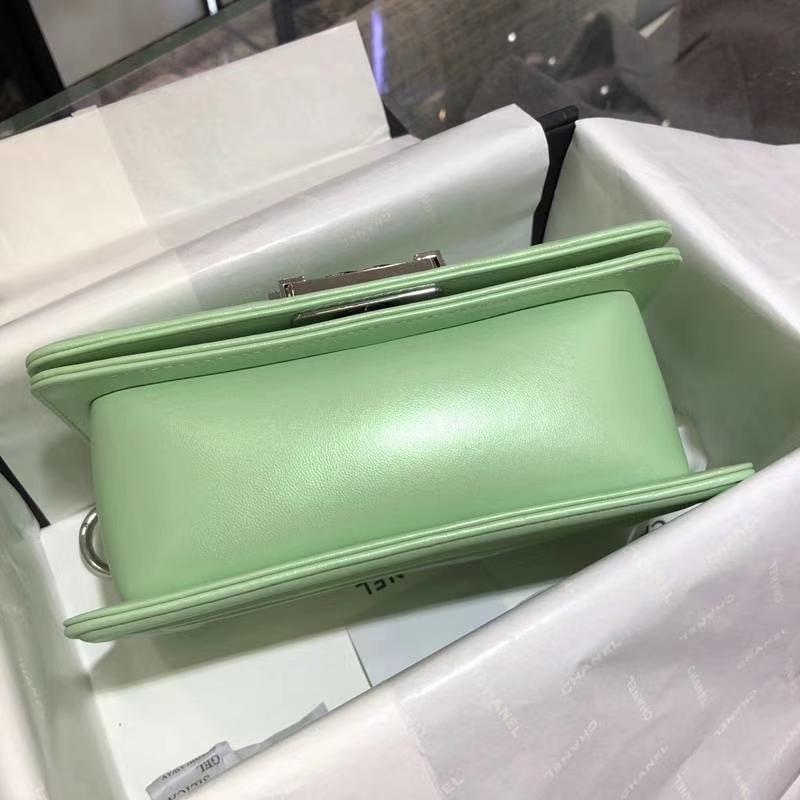 Chanel 香奈儿 Leboy Bag 大V款 小羊皮 珠光绿色 20cm 大理石纹琉璃扣 Dream Bag系列