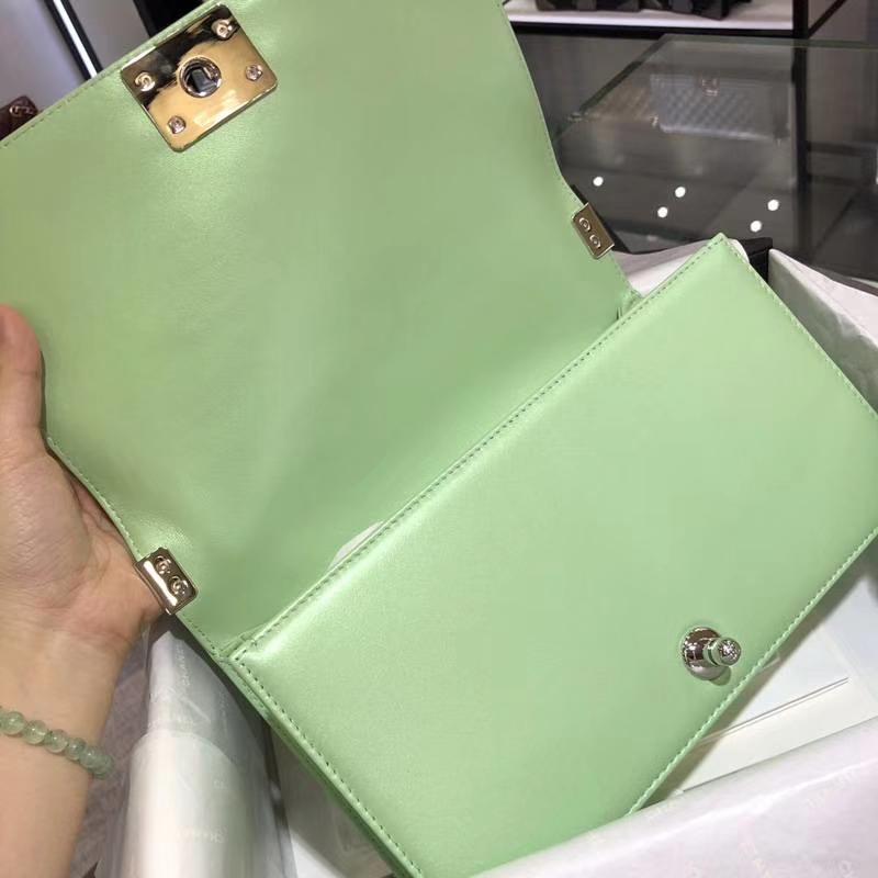 Chanel 香奈儿 Leboy Bag 大V款 小羊皮 珠光绿色 25cm 大理石纹琉璃扣 Dream Bag系列