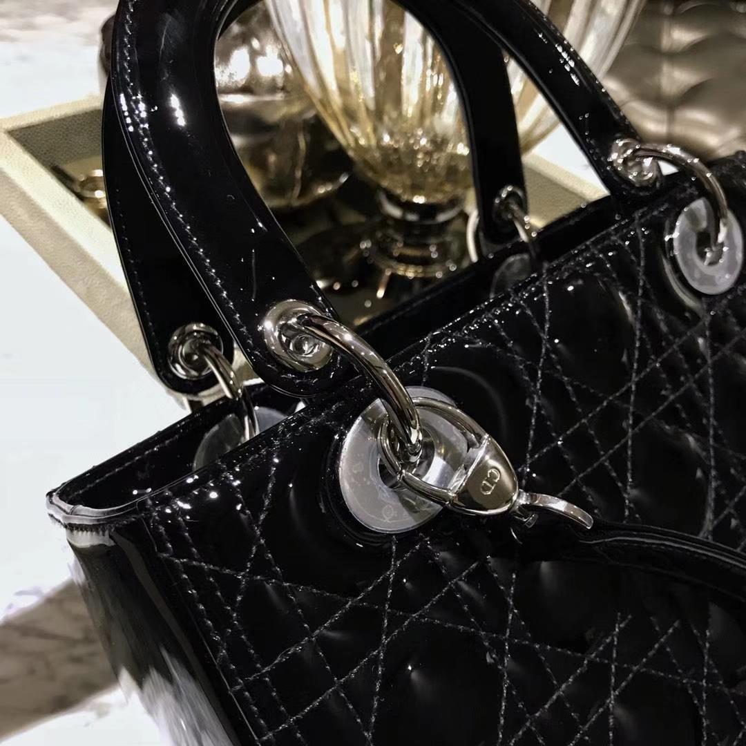 Dior 迪奥 四格羊皮戴妃包 徽章自选 永恒的经典 黑色银扣