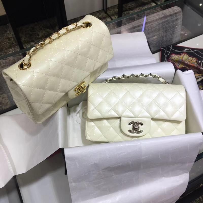 Chanel 香奈儿 Classic Flap Bag 进口漆皮 20cm  米白 金扣