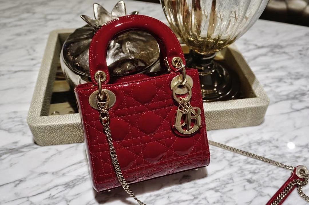 Dior 迪奥 小号 戴妃包 Lady Dior 17cm漆皮戴妃 现有颜色 大红色 金扣