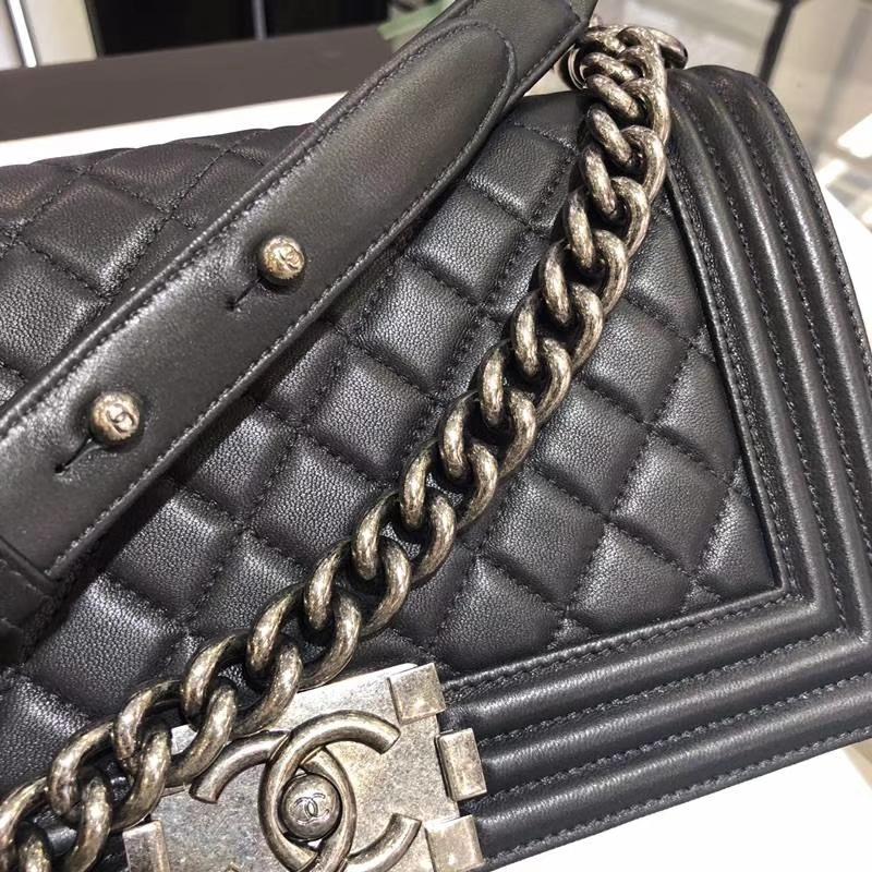 Chanel 香奈儿 Leboy Bag 小羊皮 黑色 25cm 经典古银扣