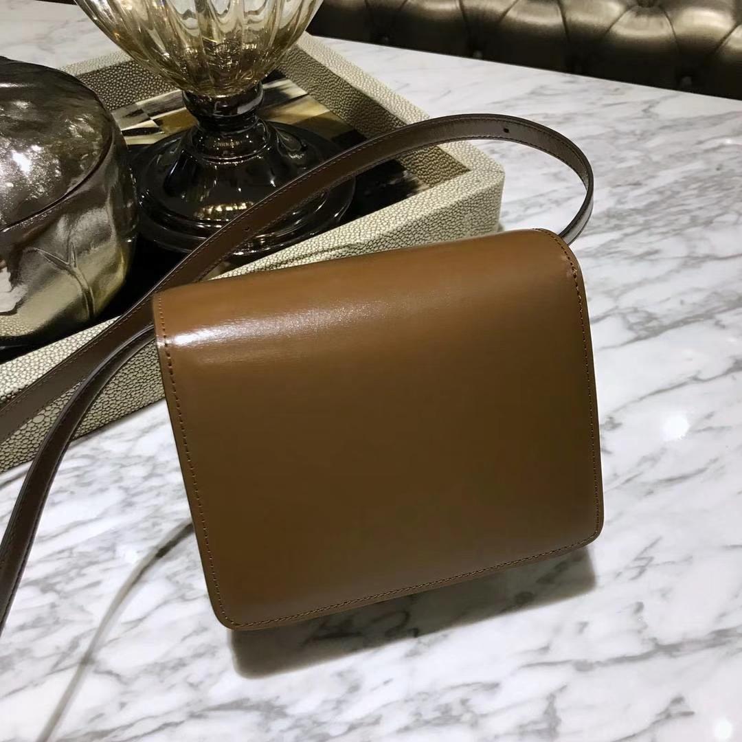 CÉLINE(赛琳)豆腐包 box小号  16cm   焦糖色