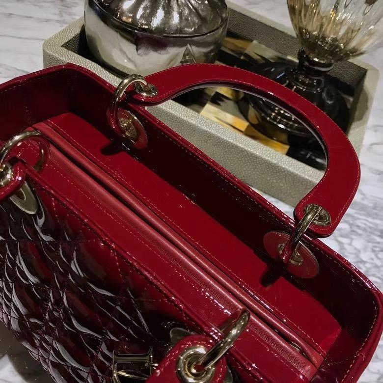 Dior 迪奥 戴妃包 Lady Dior 全新五格漆皮酒红色 美的无可挑剔