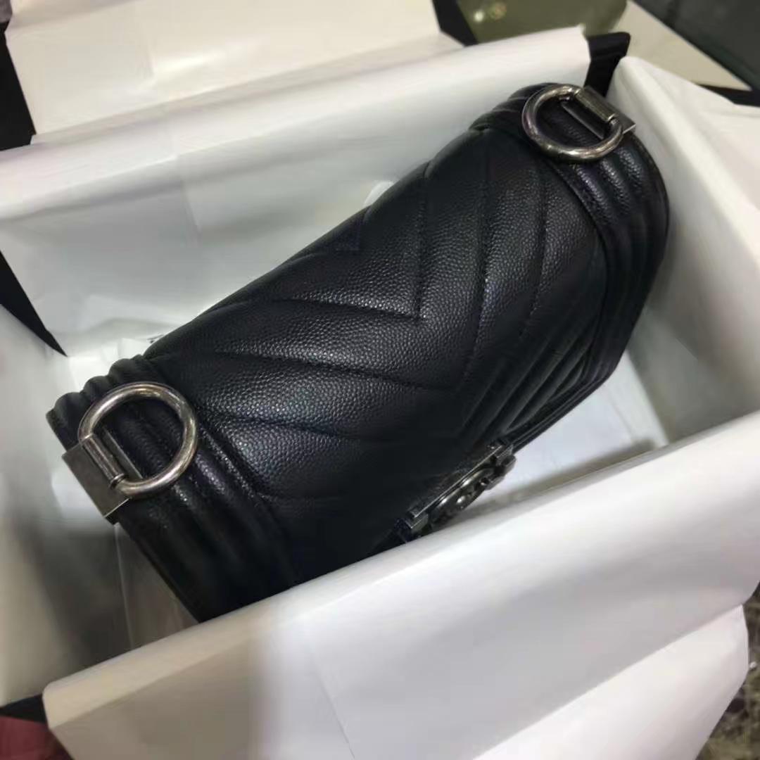Chanel 香奈儿 Leboy Bag V款 小鱼子酱 黑色 20cm 复古银