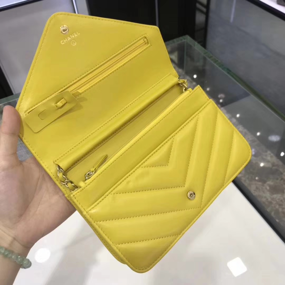 Chanel香奈儿 最新款 铆钉WOC 芒果黄 19cm YKK拉链