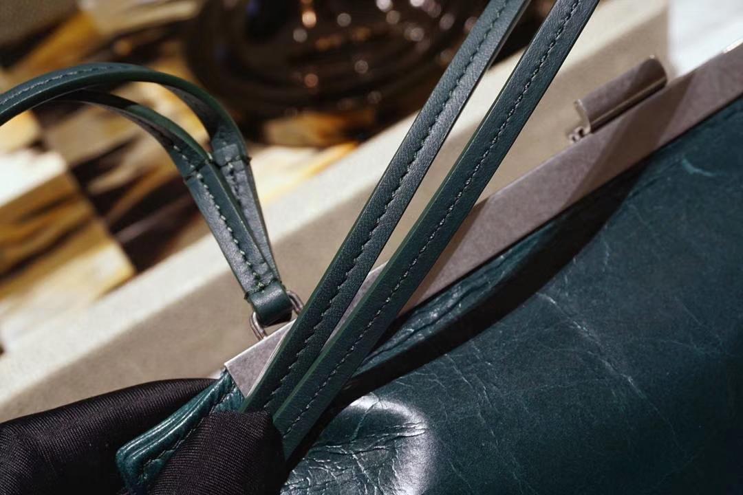 CÉLINE clasp 牛皮油蜡纹  墨绿色 开合包 细肩带