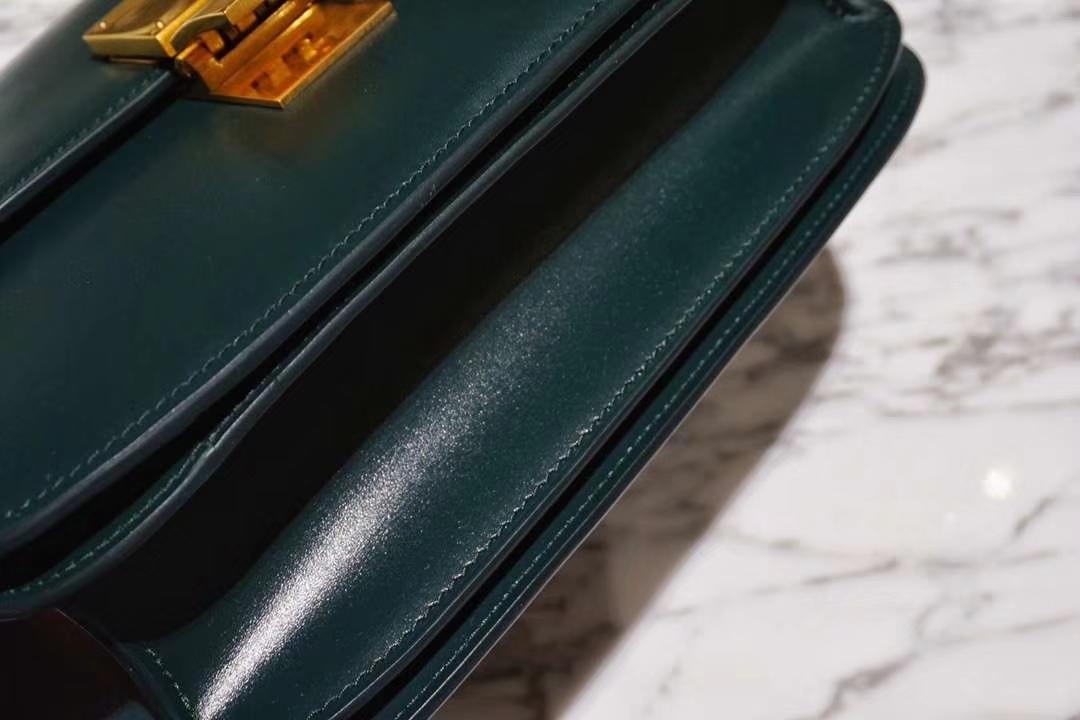 2018款专柜同步 Celine 思琳 box手搓纹 墨绿色 金扣