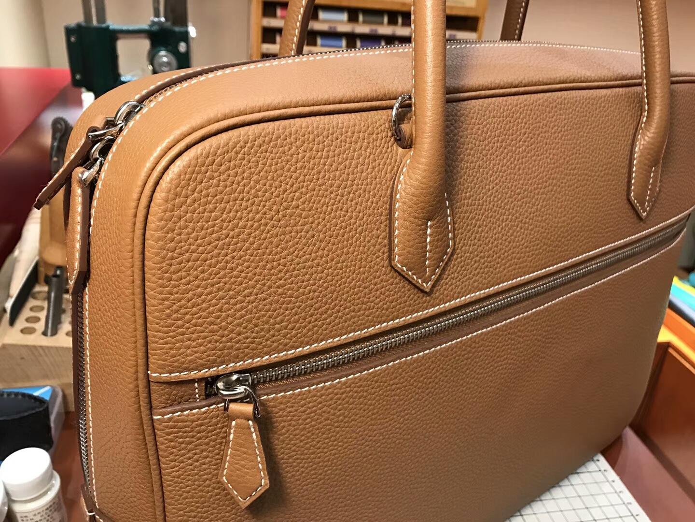 HERMES 爱马仕 男士邮差公文包 CK37 金棕色 Gold 现货系列 配全套专柜原版包装