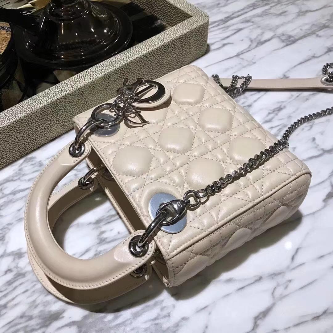 DiorLady 戴妃包 三格小羊皮 裸色 银扣 翻盖式开口 实用款