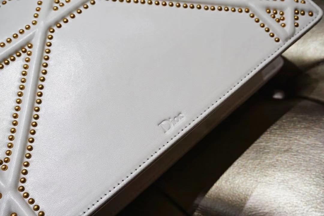 Dior 腾格铆钉包 21/25cm 每一颗钉钉都是手工打制