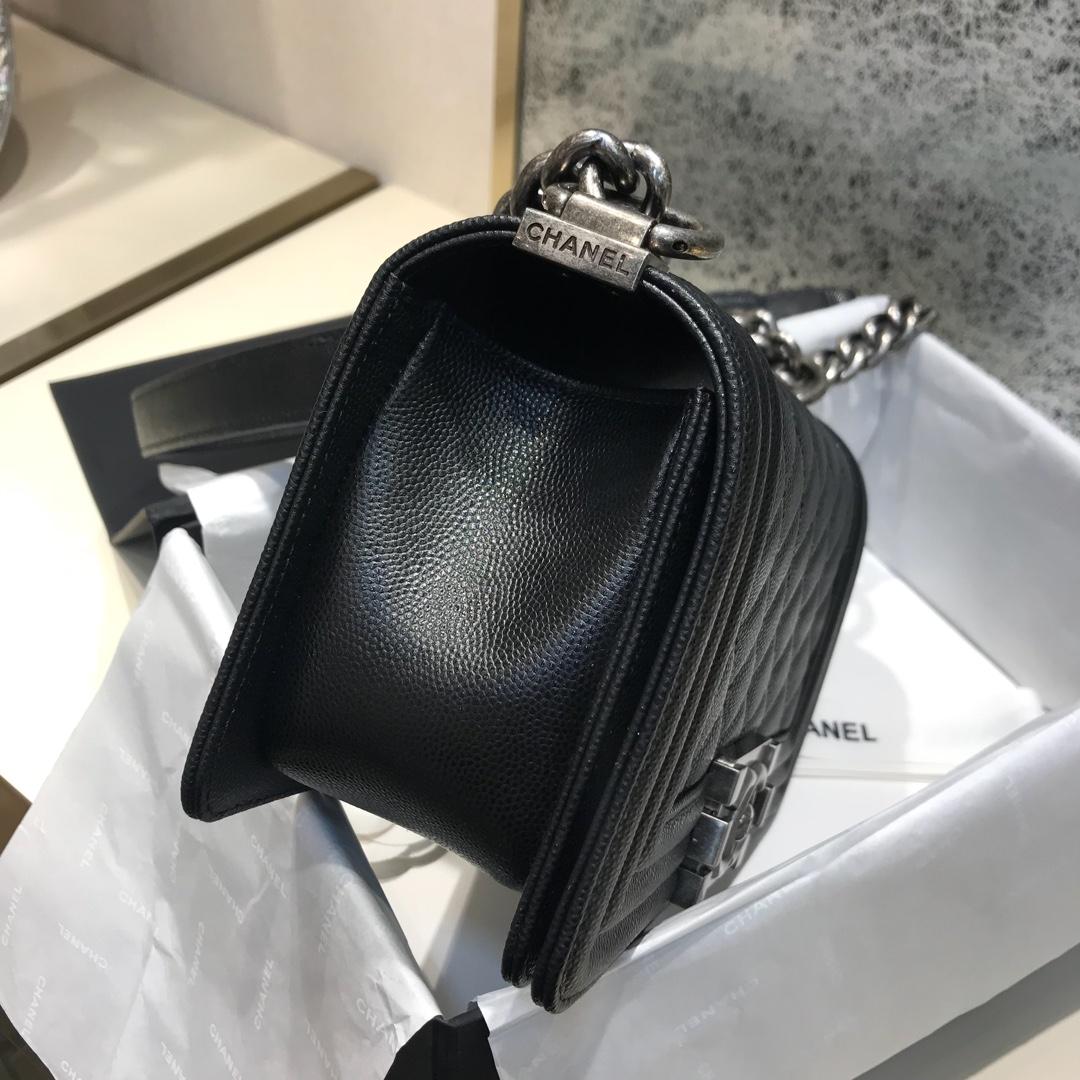 Chanel 香奈儿 Leboy 顶级代购版 20cm 原厂小牛皮 黑色 古银