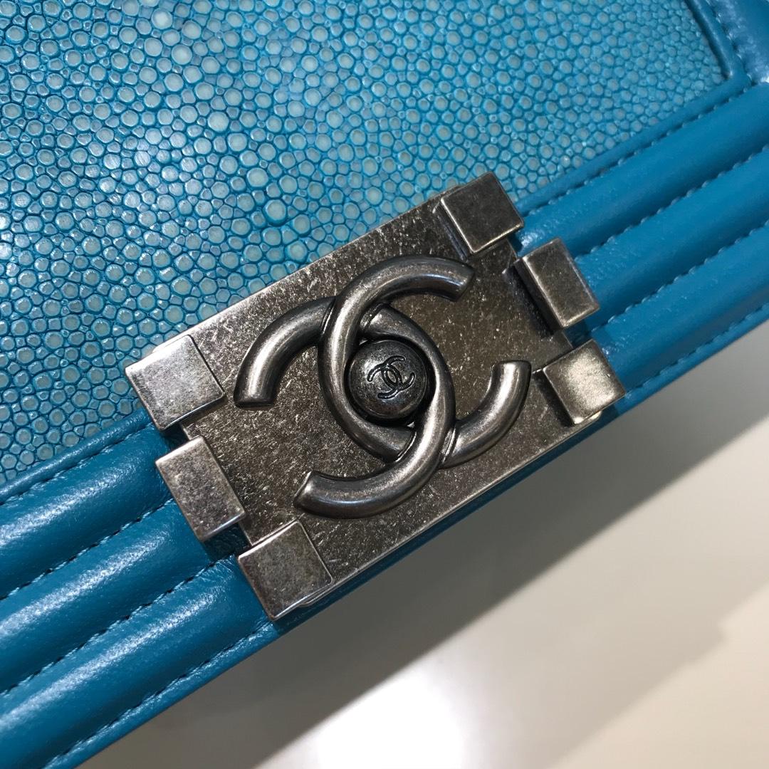 Chanel 香奈儿 Leboy 顶级代购版本 20cm 进口珍珠鱼皮 湖水蓝 古银 真空电镀五金