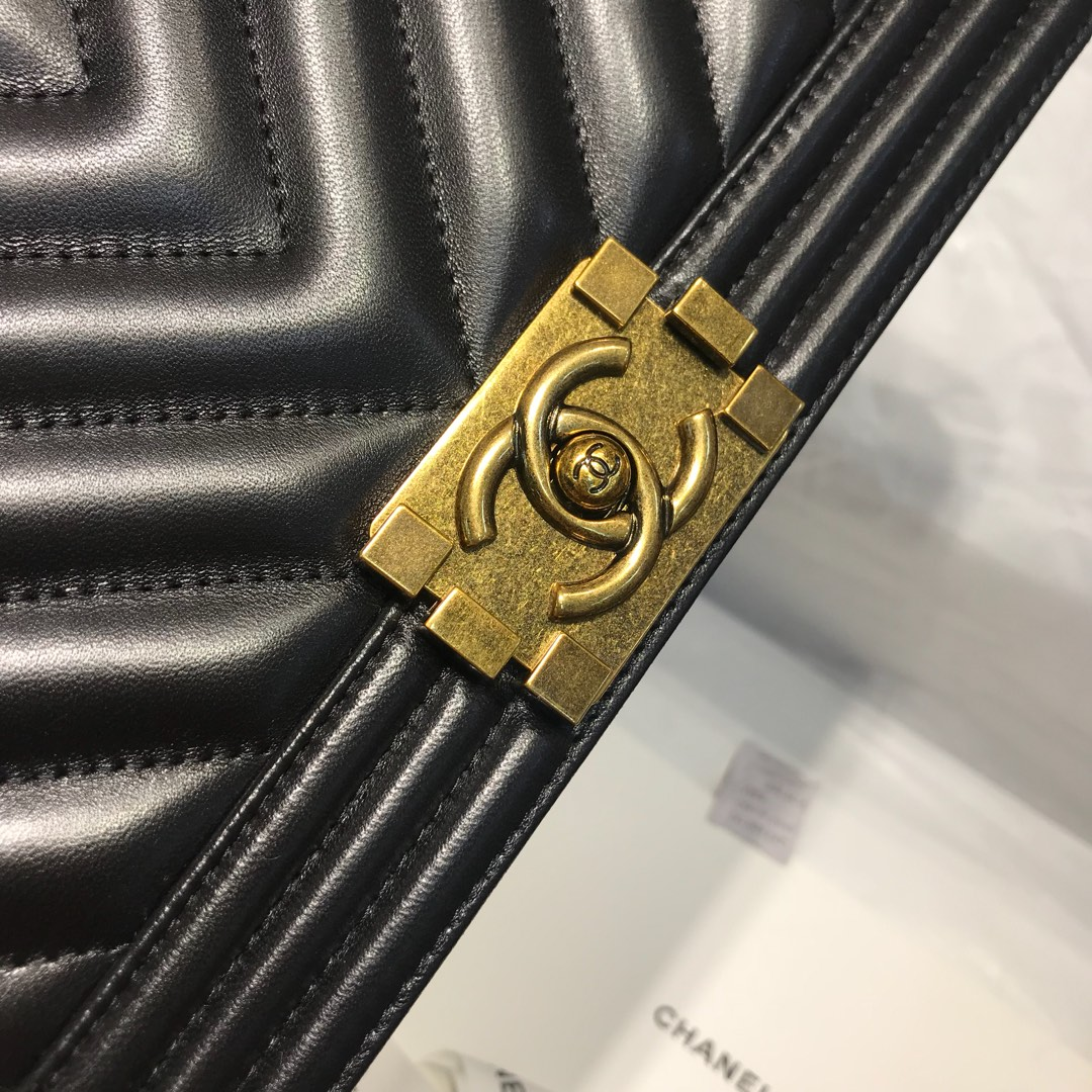 Chanel 香奈儿leboy 代购版本 25cm 进口定制小羊皮 黑色 复古金