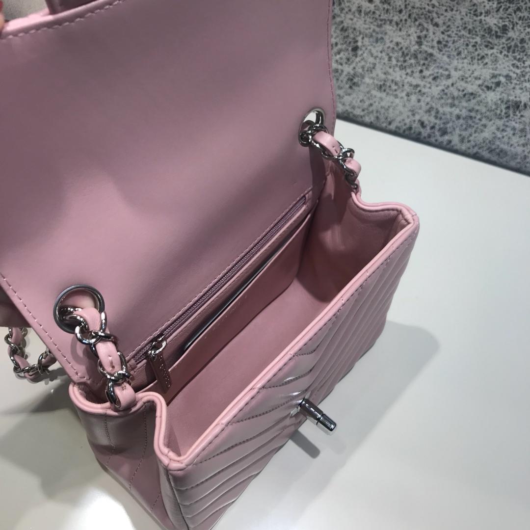 CHANEL V字秀 代购版本 17cm 进口小羊皮 浅粉色 银扣