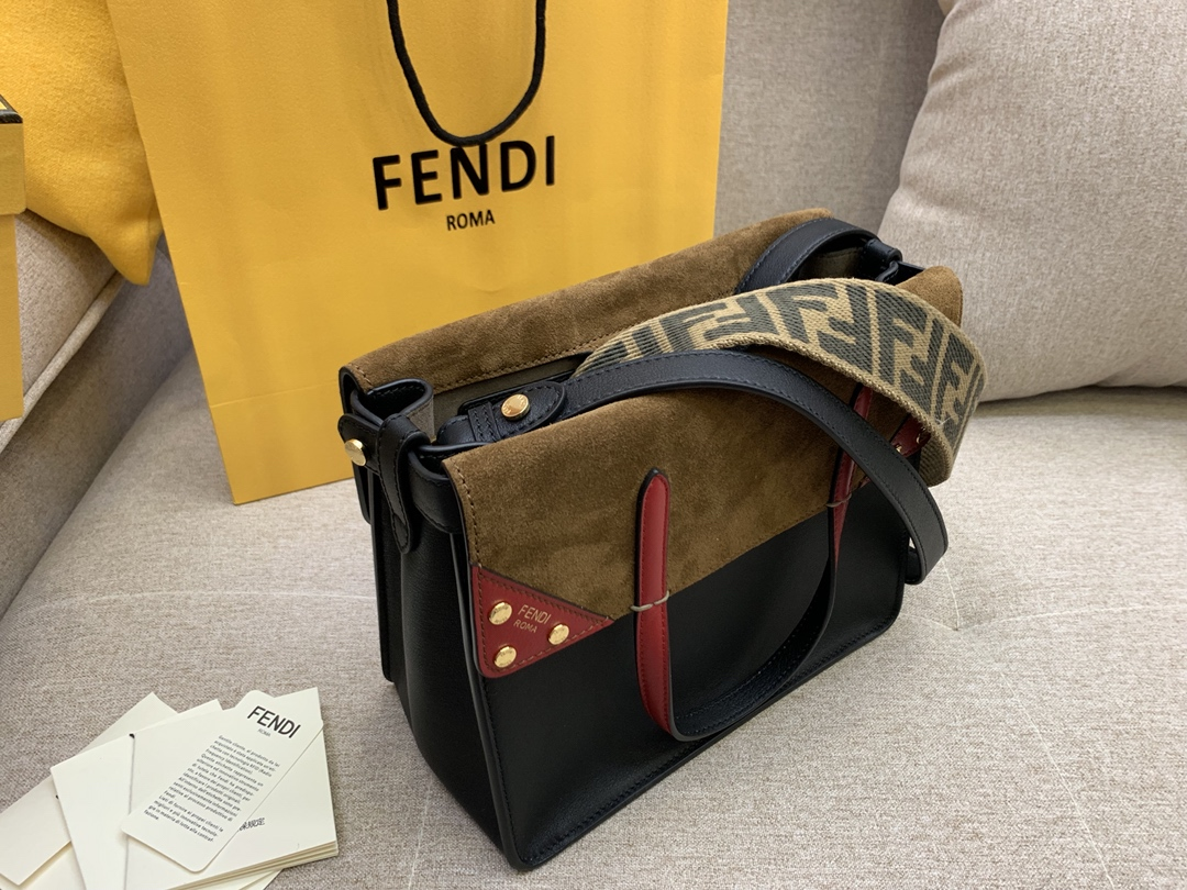 Fendi 芬迪 小号现货 Flip手袋 25cm8906 手提斜挎两用