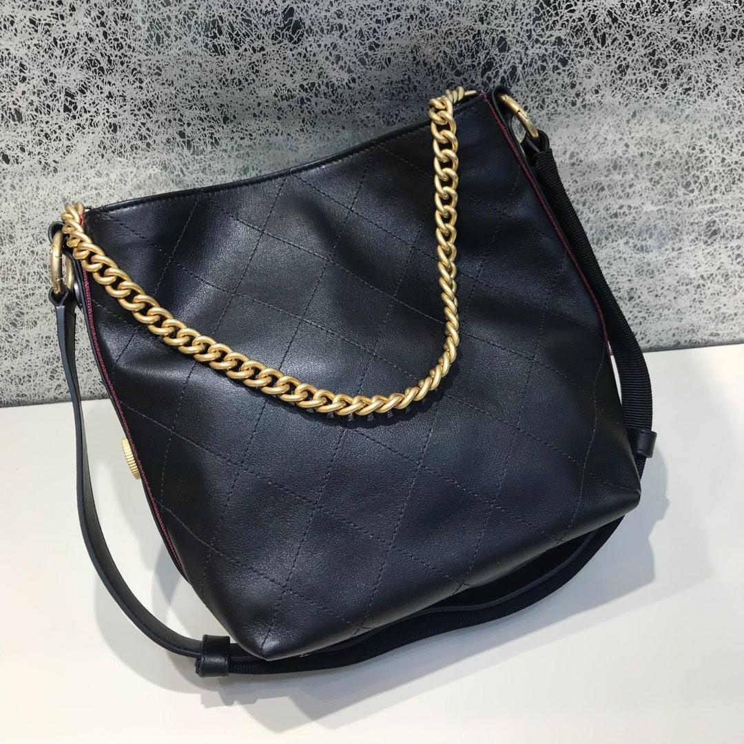 Chanel 香奈儿 Hobo bag 顶级代购版本 23cm 原厂小牛皮 黑配红