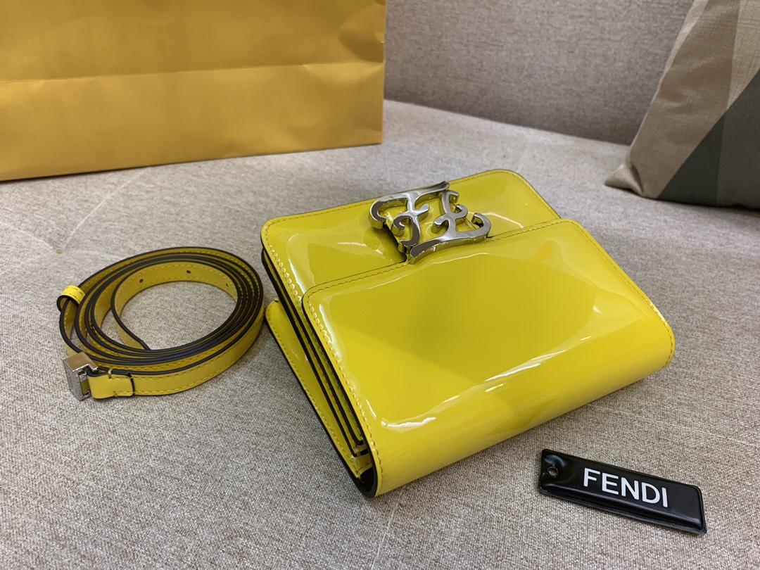 Karl Lagerfeld 最新系列 翻盖手袋 漆皮材质 17x14x6cm 太阳黄