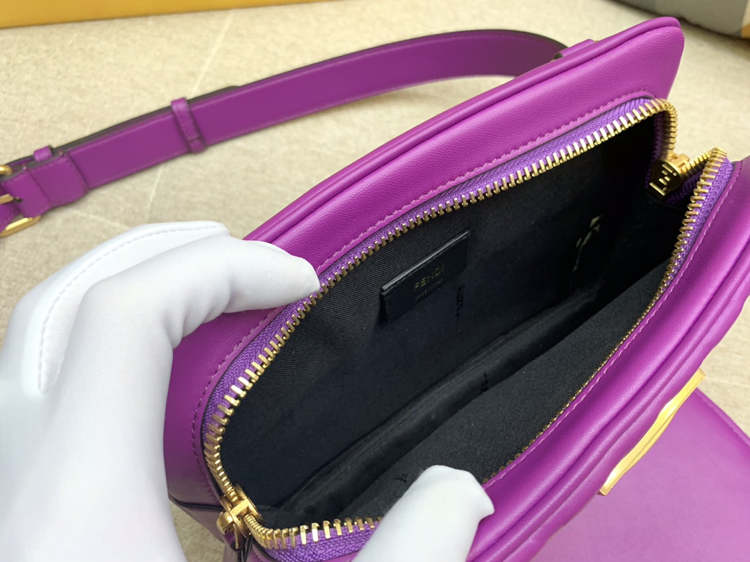 Fendi 芬迪 腰包 斜跨包 23x18x6cm 翻盖设计 按扣款 紫色