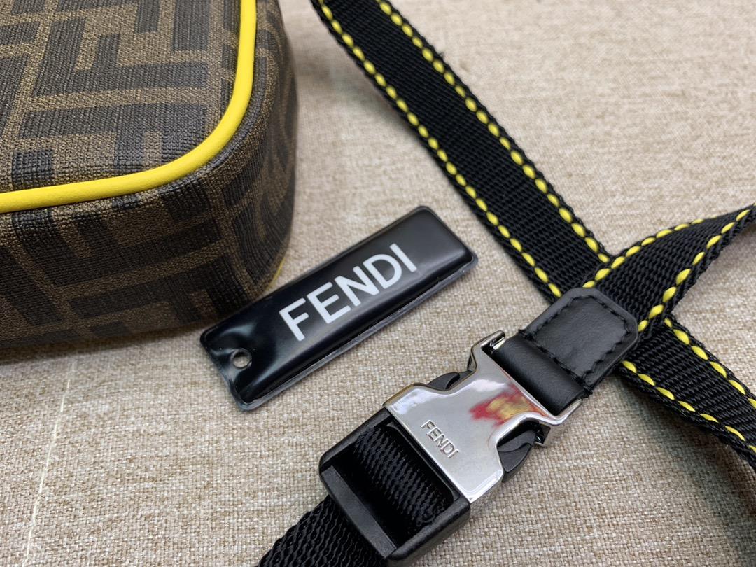 Fendi 芬迪信差包 必备款斜挎包 F标志图案 男女可用 百搭