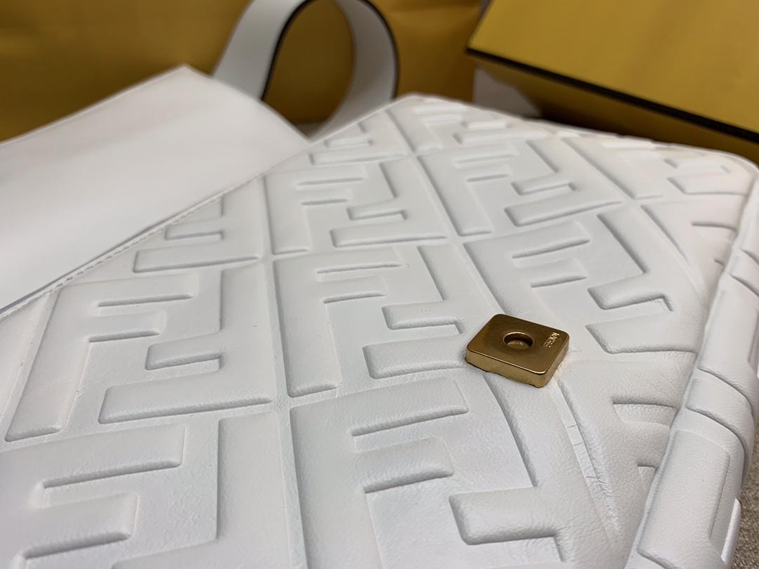 Fendi 芬迪 Baguette FF 浮雕系列 32x17x6cm 进口小羊皮 白色