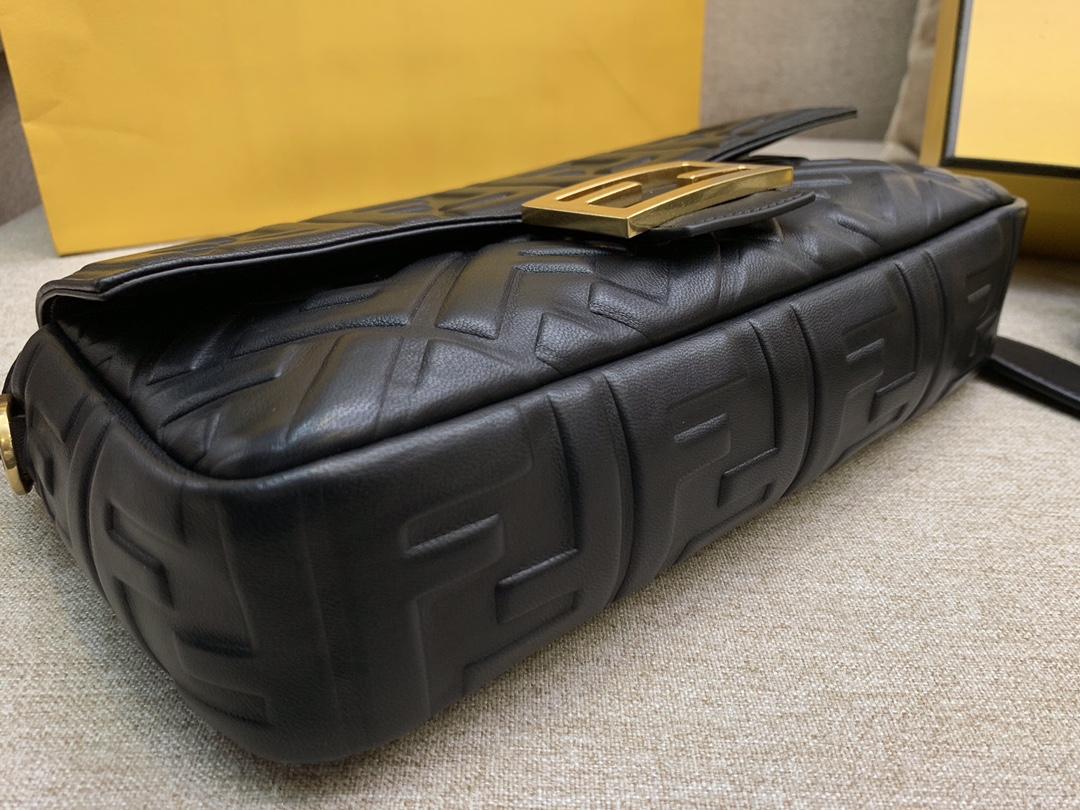 Fendi 芬迪 Baguette FF 浮雕系列 26x13x6cm 进口小羊皮 黑色
