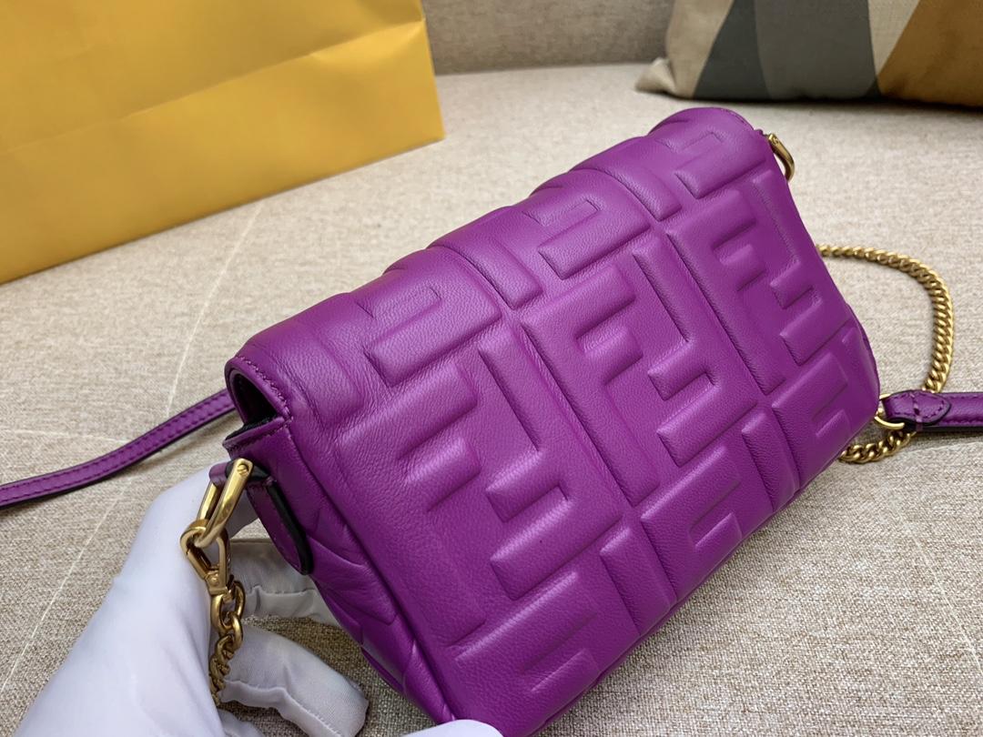 Fendi 芬迪 小号19cm Baguette 经典包款  FF凸纹 紫色