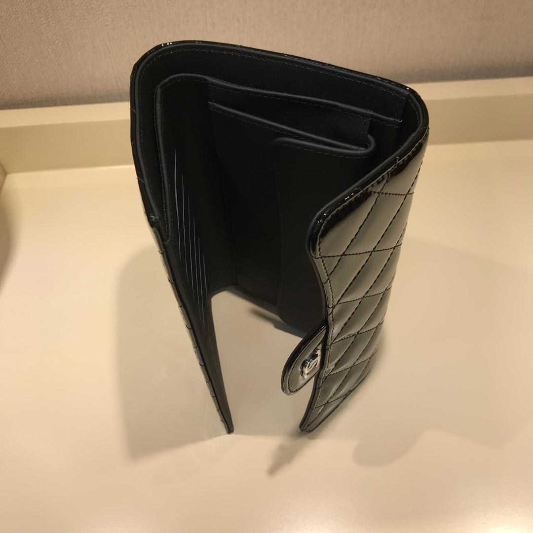 Chanel 香奈儿 长夹钱包 进口漆皮~黑色银扣