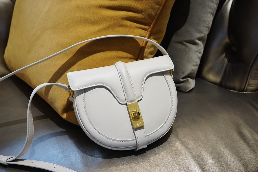 Celine 思琳 新款BESACE 马鞍包 白色 上身百搭