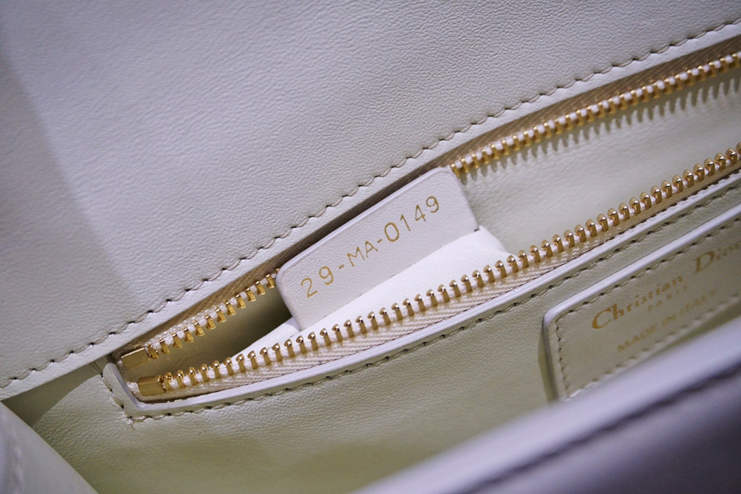 Dior 迪奥 蒙田女包 意大利原厂皮 定制五金 走线工整 白色