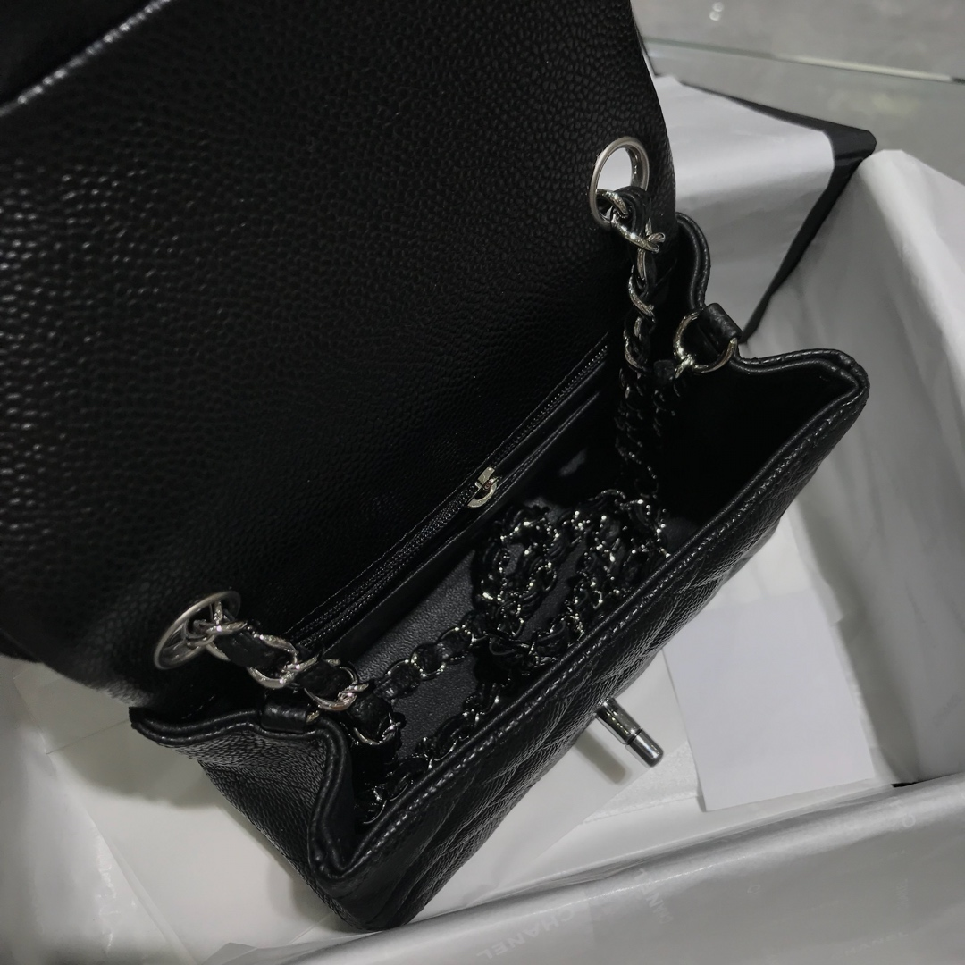 Chanel 香奈儿 ClassicFlap 17cm 鱼子酱 真空电镀纯铜五金