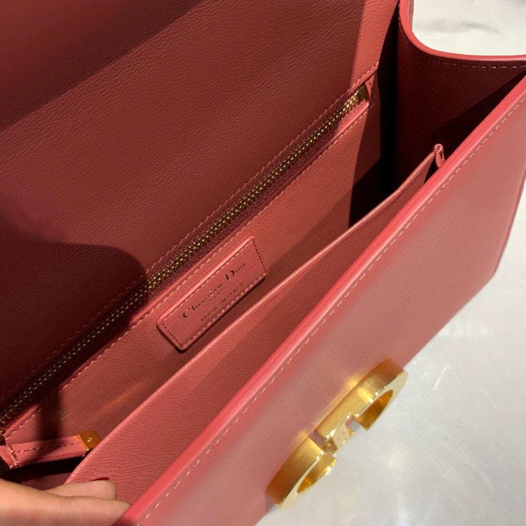 #Montaigne30#原工厂珊瑚红胎牛皮   24cm 纯铜五金表面电镀24k金    德国亚曼粗蜡线 每一个针孔都有特色花型
