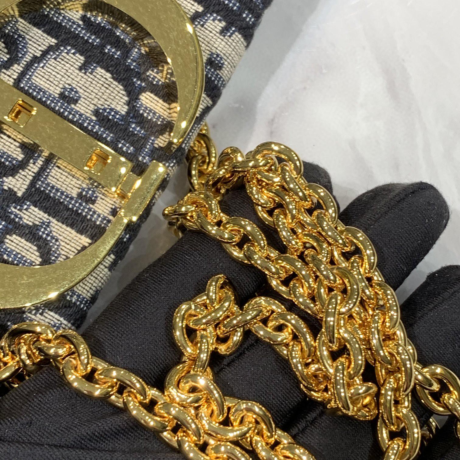 30 蒙田 手拿包 配可拆卸的链条 轻便又休闲 简单又好搭配  23.5cm