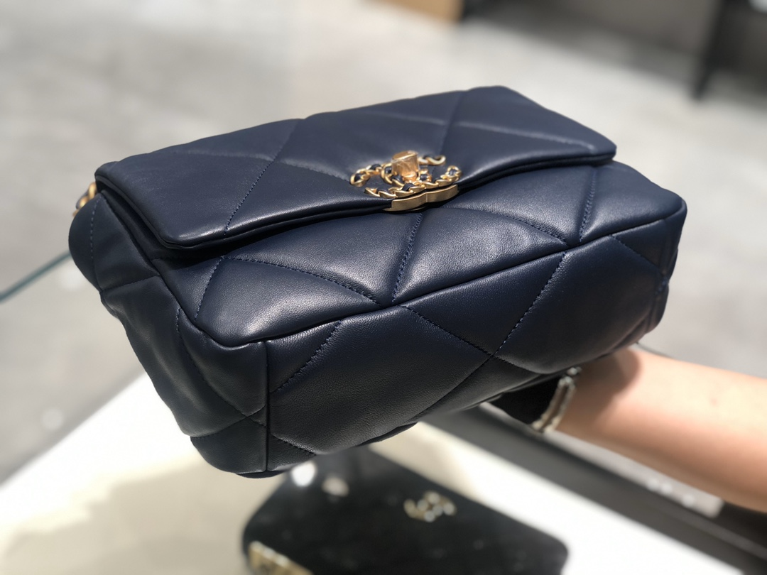 香奈儿香港官网【真品级】  法国进口小羊皮Chanel2019秋冬新季系列 宽格纹粗链条翻盖包  16*26*9cm 全套包装深蓝色