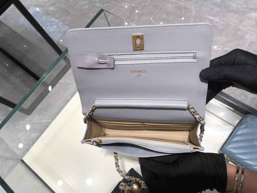 小香中国官网 超美金属球发财包Chanel~保留经典~配上复古五金~超好看~灰色~19Cm