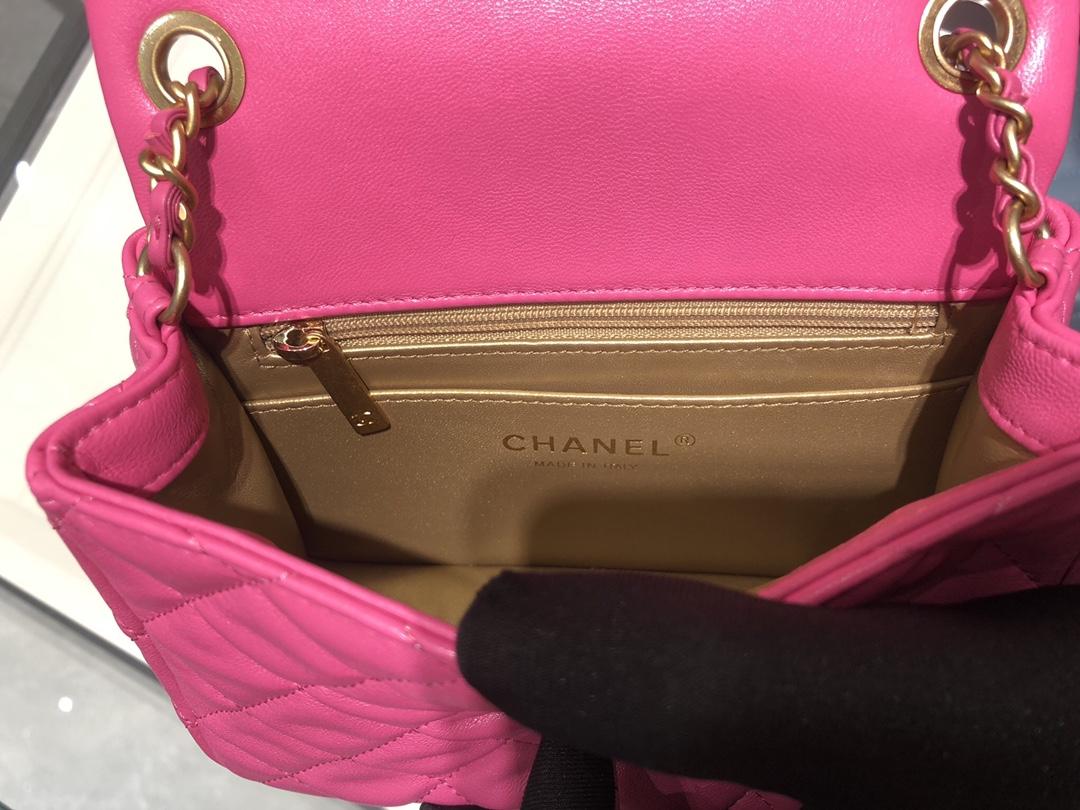 香奈儿包包批发 超美金属球方胖子Chanel~尺寸13.18.7cm~保留经典~配上复古五金~超好看~玫粉色