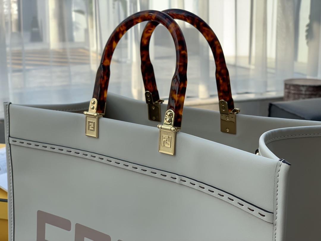 芬迪FENDI 8822最新购物袋 奶白色皮革 字母图案 自身带立体感 40cm