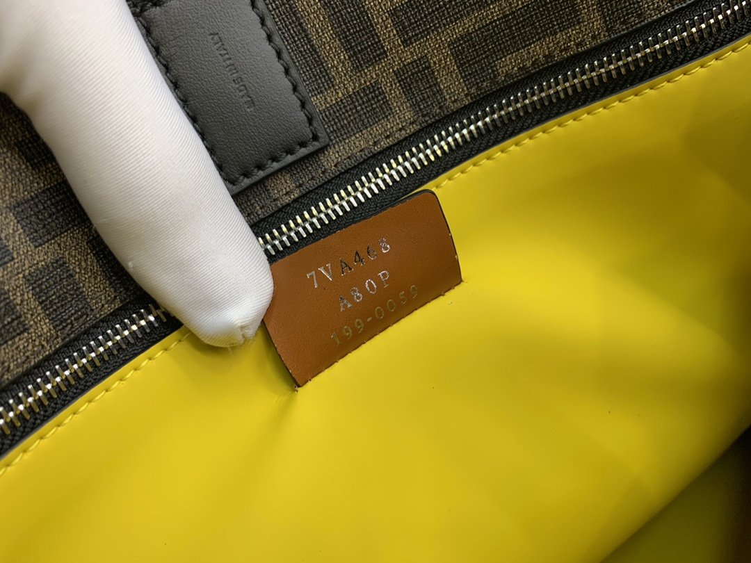 Fendi 芬迪 现货 双手柄手提袋 饰有标志性F图案 男女可用 34x36x18cm8866