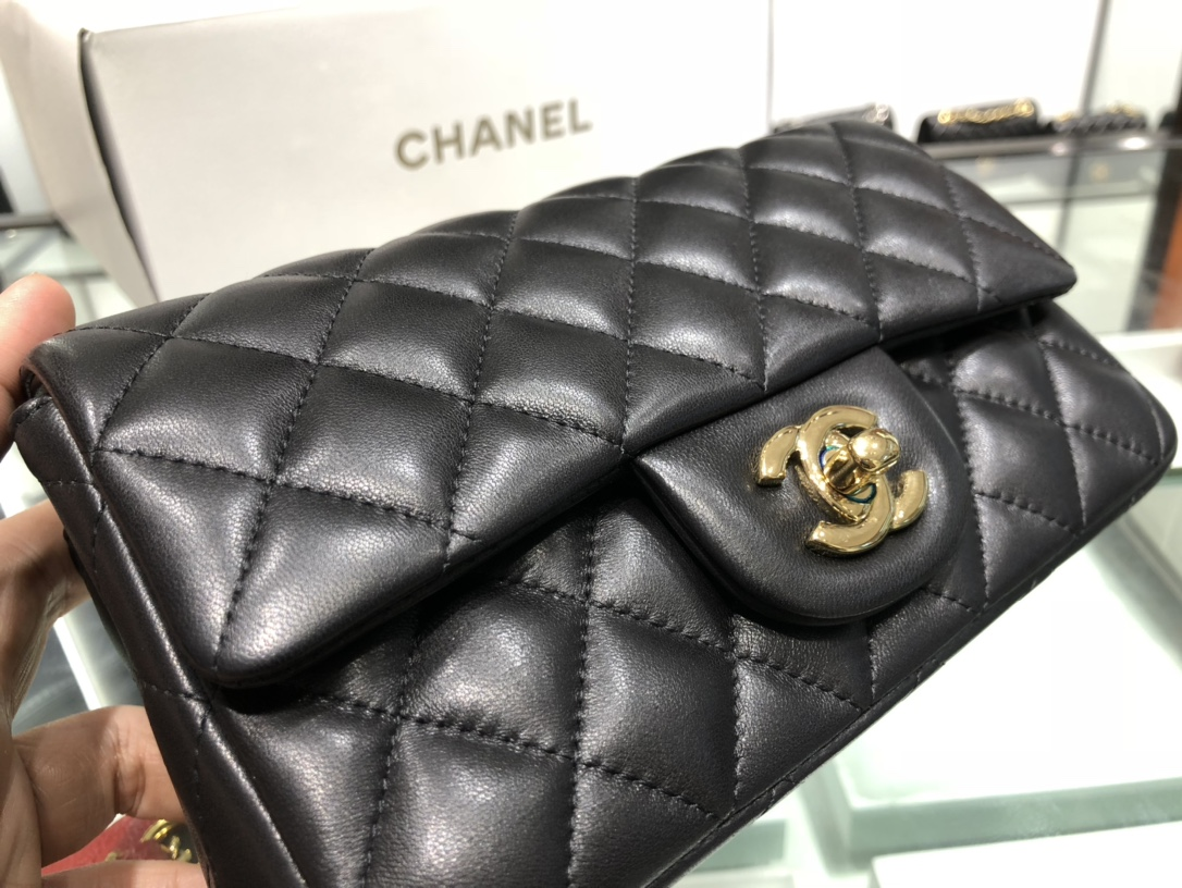 Chanel 香奈儿 Chanel Classic Flap 20cm 黑色 金扣