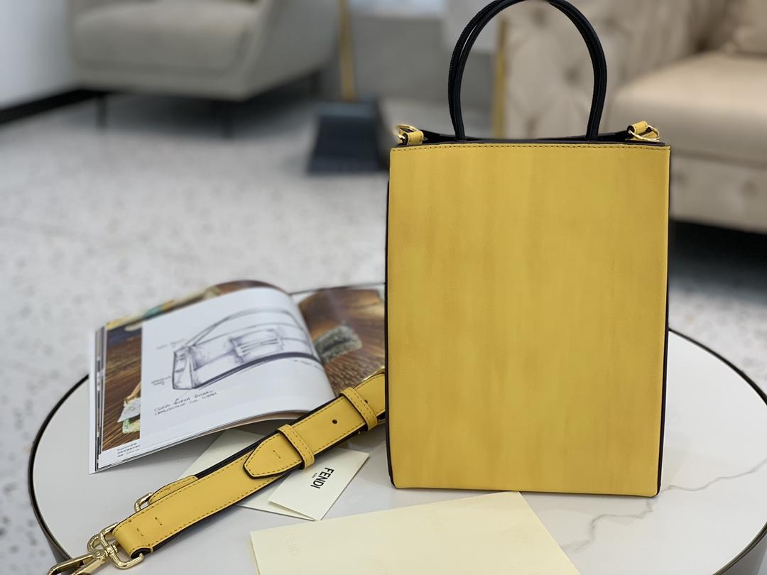 现货出 FENDIPack最新系列 包装盒做为设计灵感 采用小牛皮的细腻质感 单背随性大方手拎也有别番韵味 26x19x8cm9018