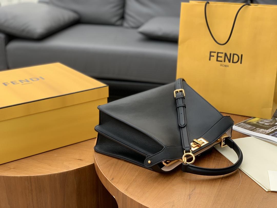 FENDI 现货出  最新 Iconic peekaboo ISeeU 手袋 包身是纯色 内衬带点小撞色 黑色 33x 25x13cm. 8838