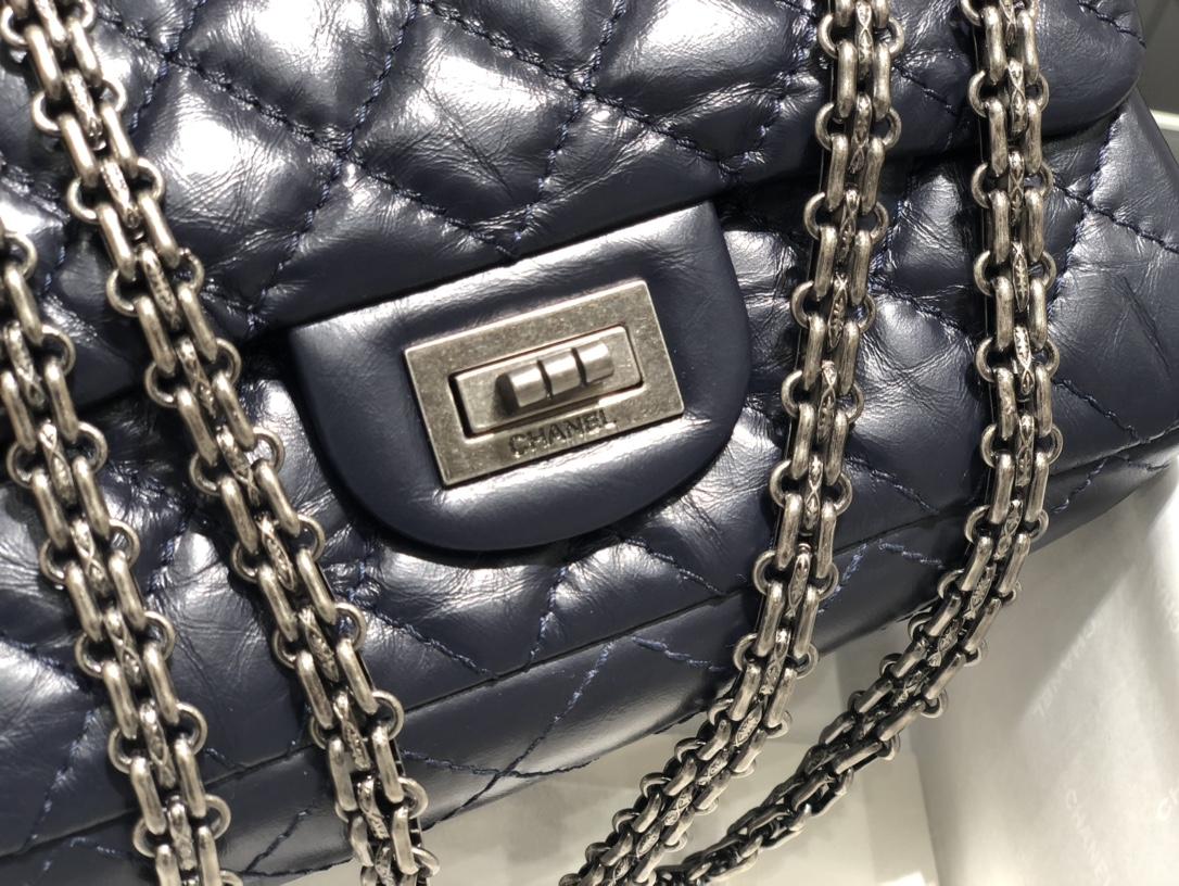 香奈儿官网 Ch@nel  2.55mini宝蓝古银  对这种mini的包包都是毫无抵抗力经典百搭