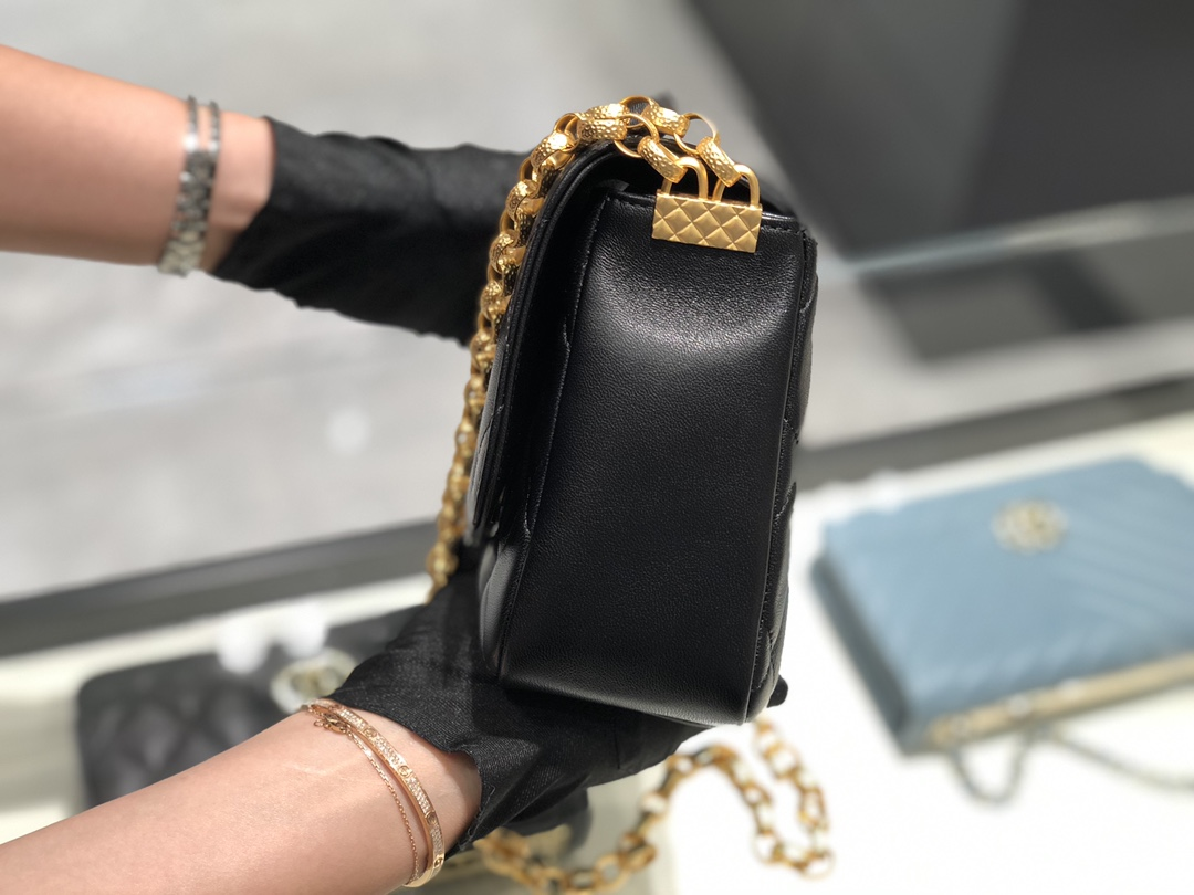 Chanel 香奈儿 2020新款复古金币链条口盖包 独特的金币设计 满满的富贵风 金币是双面的雕刻设计 大号尺寸17*21*7*cm
