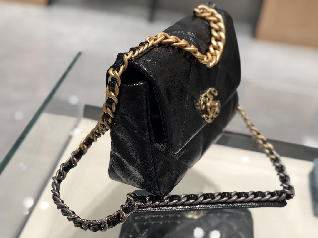 Chanel  19Bag黑色  太高级了 光面的油腊皮 再也不用担心包包被刮到 蹭到 很好打理 《真品级》