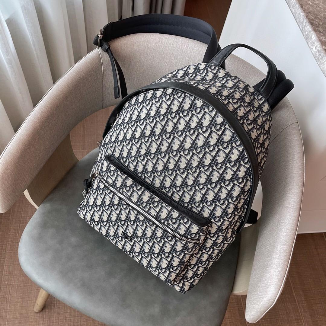 DIOR 迪奥 蓝D刺绣 双肩包 30cm 复古中性风 解放双手的同时又时髦