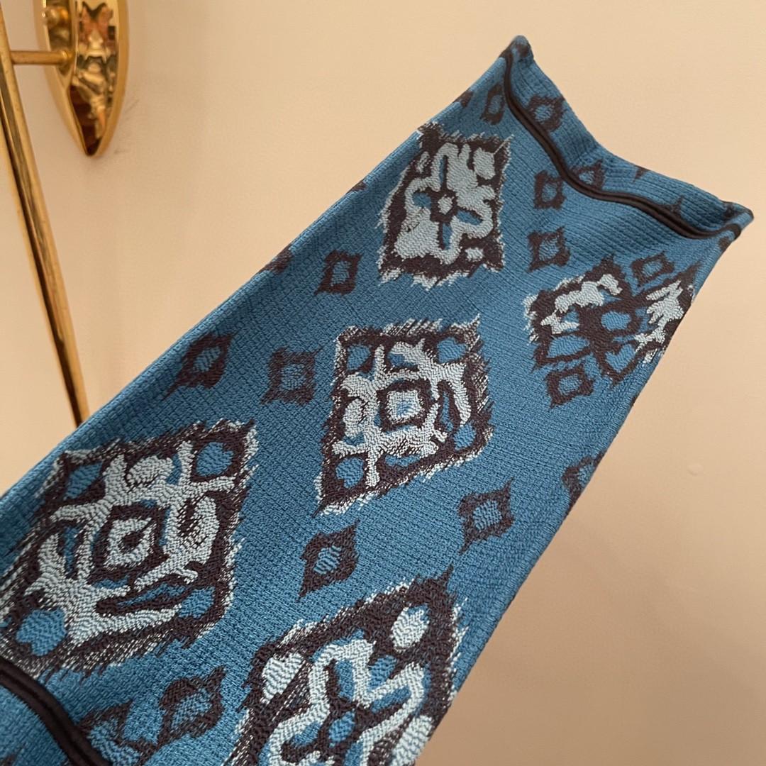 DIOR 迪奥 购物袋 椰林 大号/41.5cm  蓝色Dior Palms图案刺绣  上身有种度假的感觉