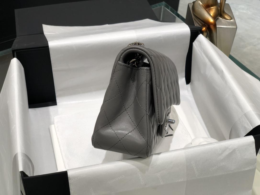 Chanel  CF大mini 高级灰  这个颜色太好看了  小羊皮 手感很柔软 低调奢华 尺寸20Cm 《真品级》